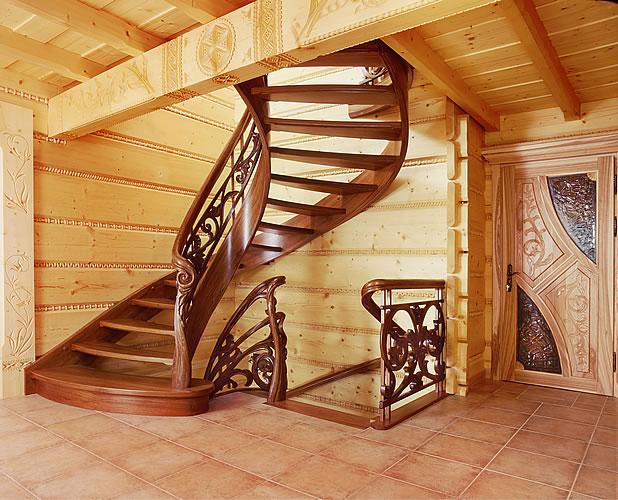 Лестница в загородном доме.