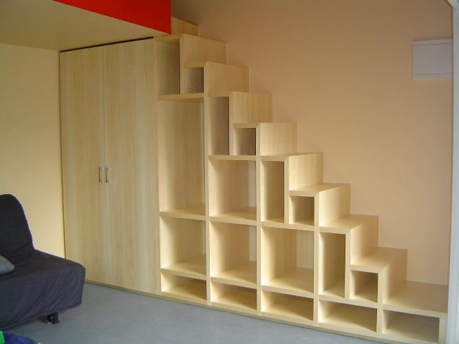 Лестница с полочками