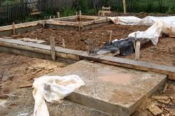 Фундамент крыльца привязан к общему фундаменту дома