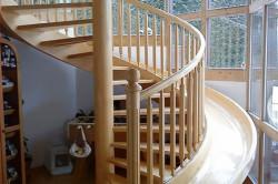 Винтовая лестница с  детской горкой