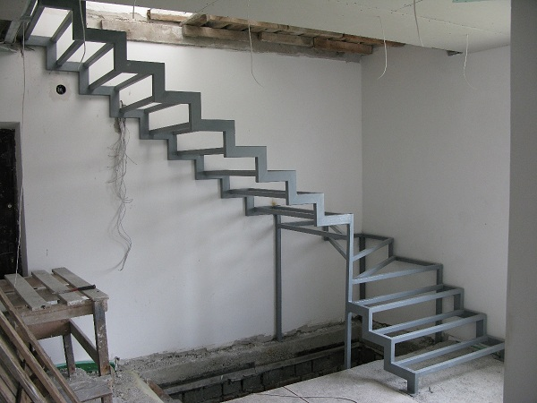 Как сделать лестницу своими руками: расчет